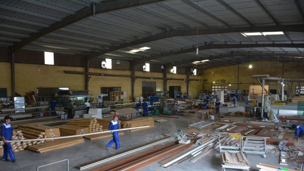 Nhà máy cửa gỗ Huge - Austdoor