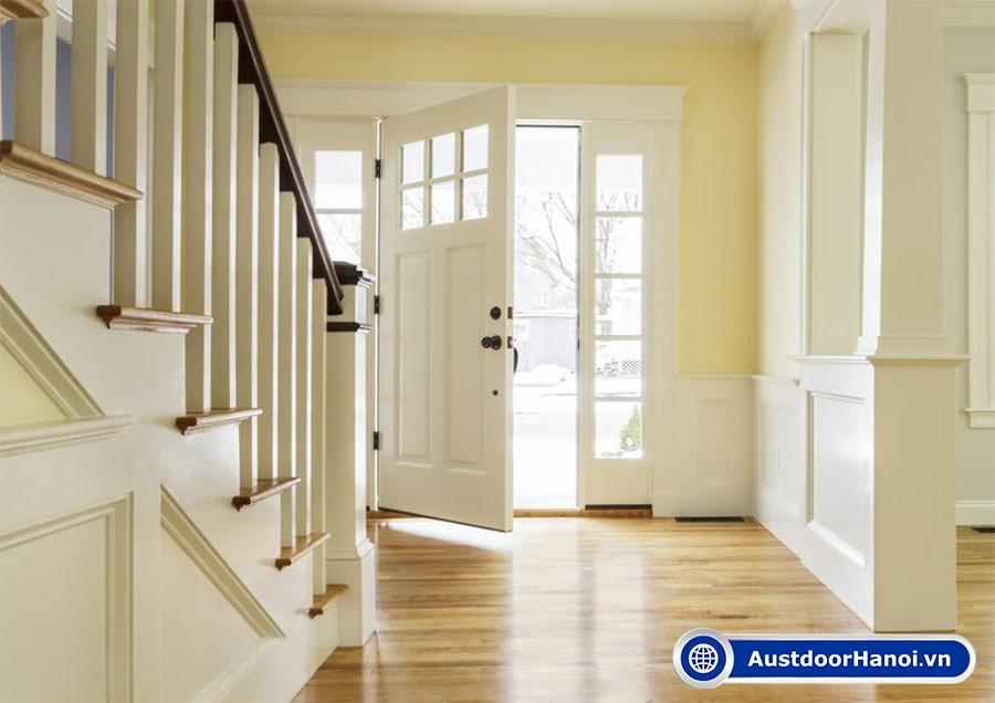 Cửa chính bên trái hay bên phải để tránh cầu thang