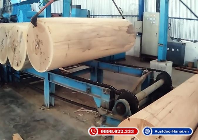 Bước 1 sản xuất ván ép gỗ trong nhà máy