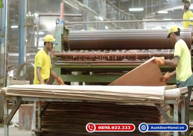 bước 7 dán veneer laminate melamine bề mặt tấm gỗ plywood