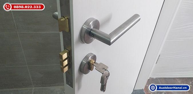 Khóa cửa gỗ phân thể inox 304 cho cửa thông phòng mẫu hiện đại, tinh tế